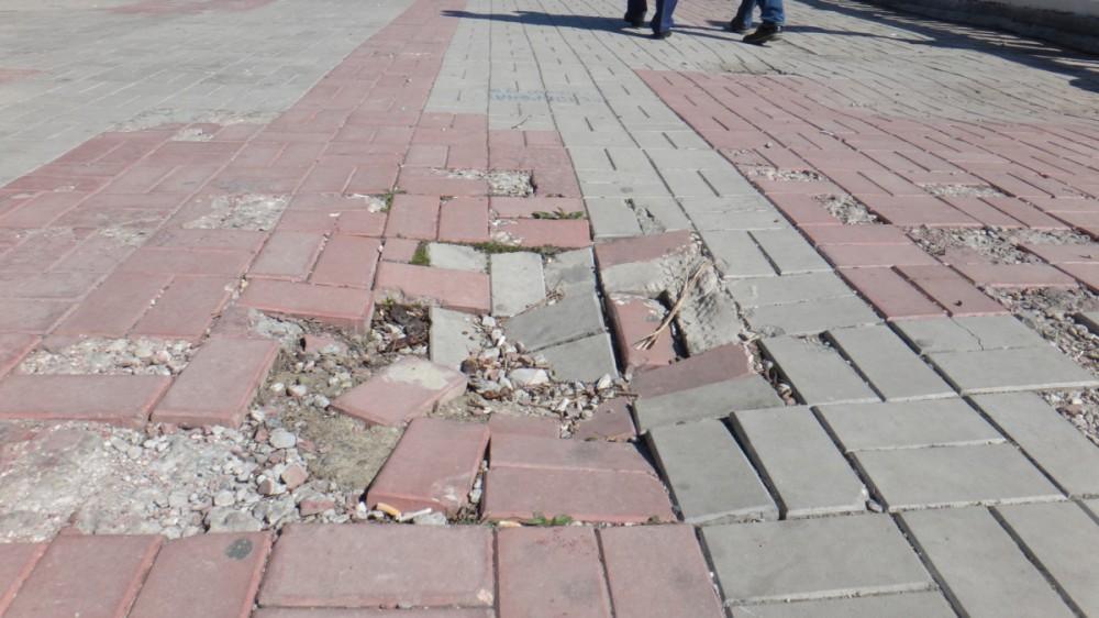 Фото новости - Коктебелю указали на грязные пляжи и хаотичную расклейку объявлений в поселке (ФОТО)