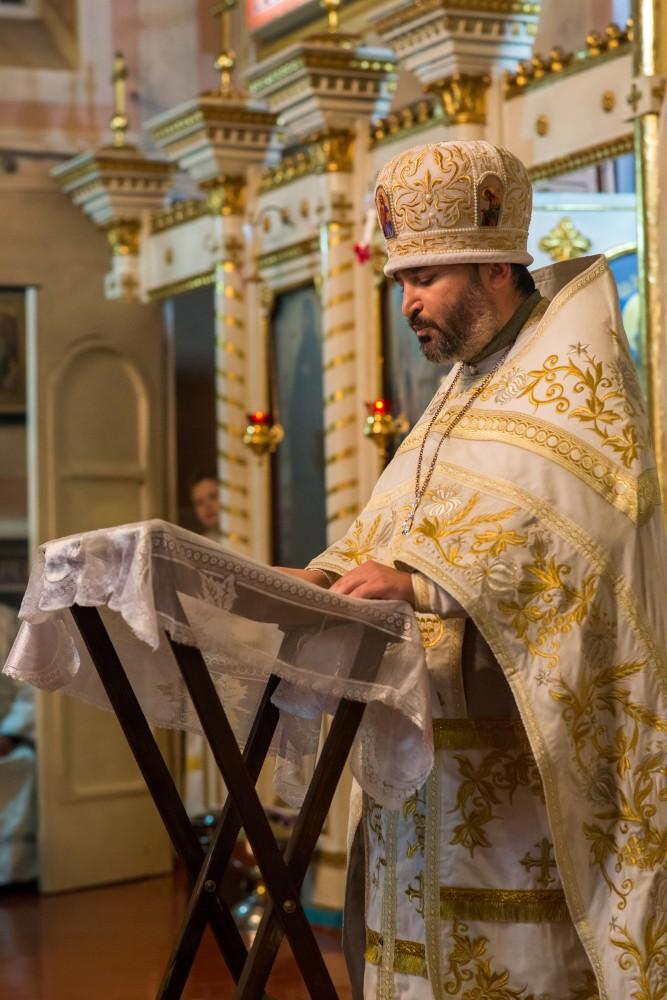 Читать подробнее: Ночная служба в Казанском соборе