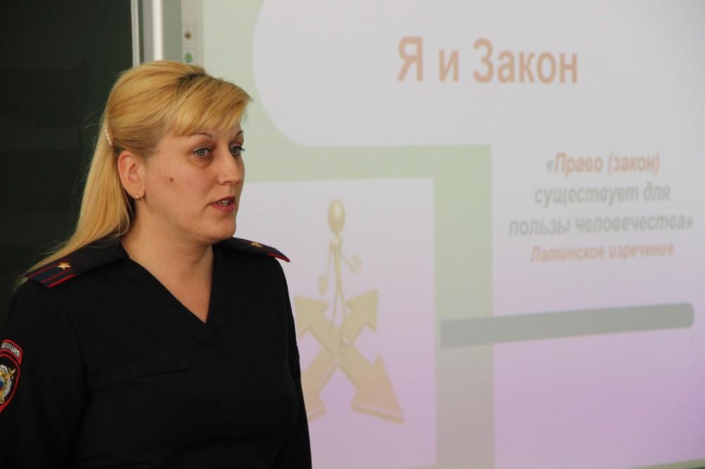Фото новости - В феодосийских школах с учащимися проводятся правовые уроки «Я и Закон»