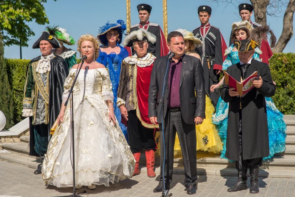 Фото новости - Курортный сезон в Феодосии открыли празднованием путешествия Екатерины II