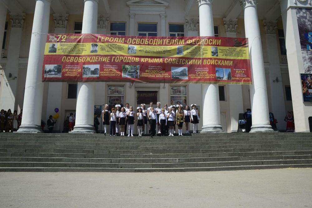 Фото новости - Праздничный концерт на площади возле кинотеатра «Крым»