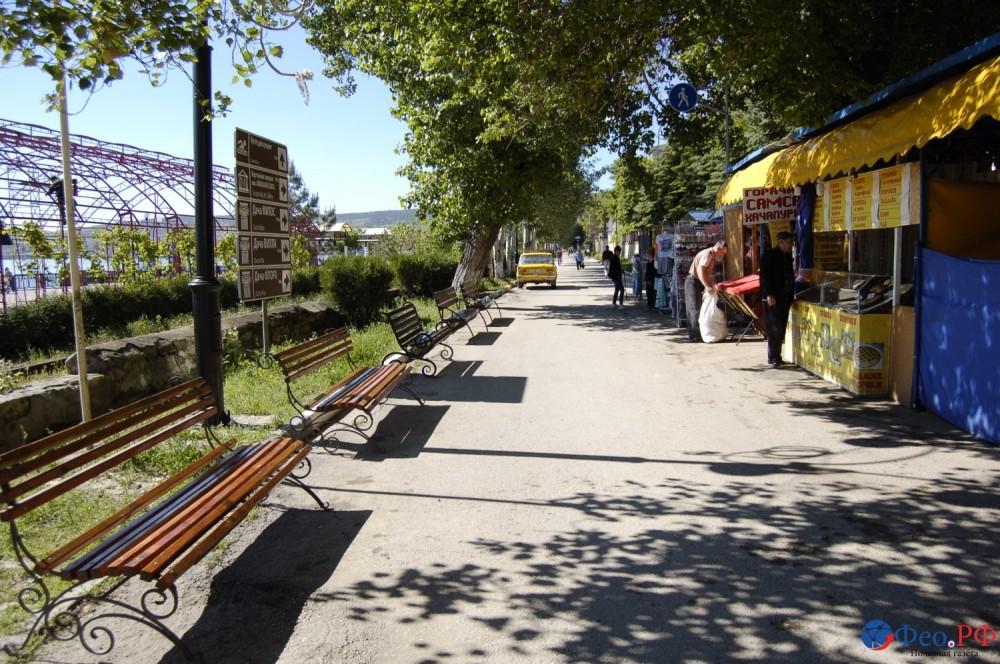 Фото новости - На проспект Айвазовского в Феодосии начали возвращать торговый ряд
