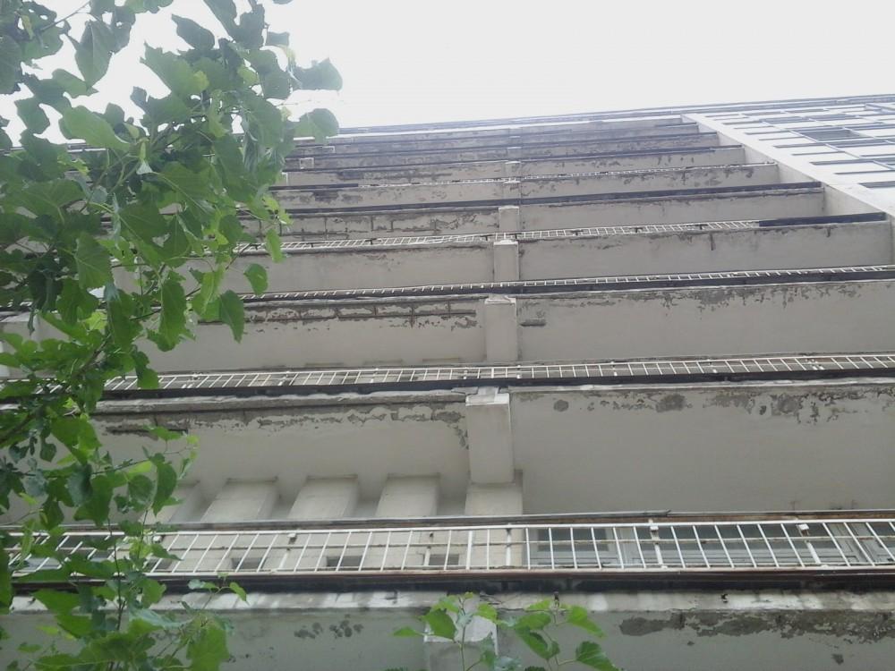 Фото - В Феодосии разрушается здание базы отдыха «Ай-Петри»: прохожих просят быть осторожными (ФОТО)