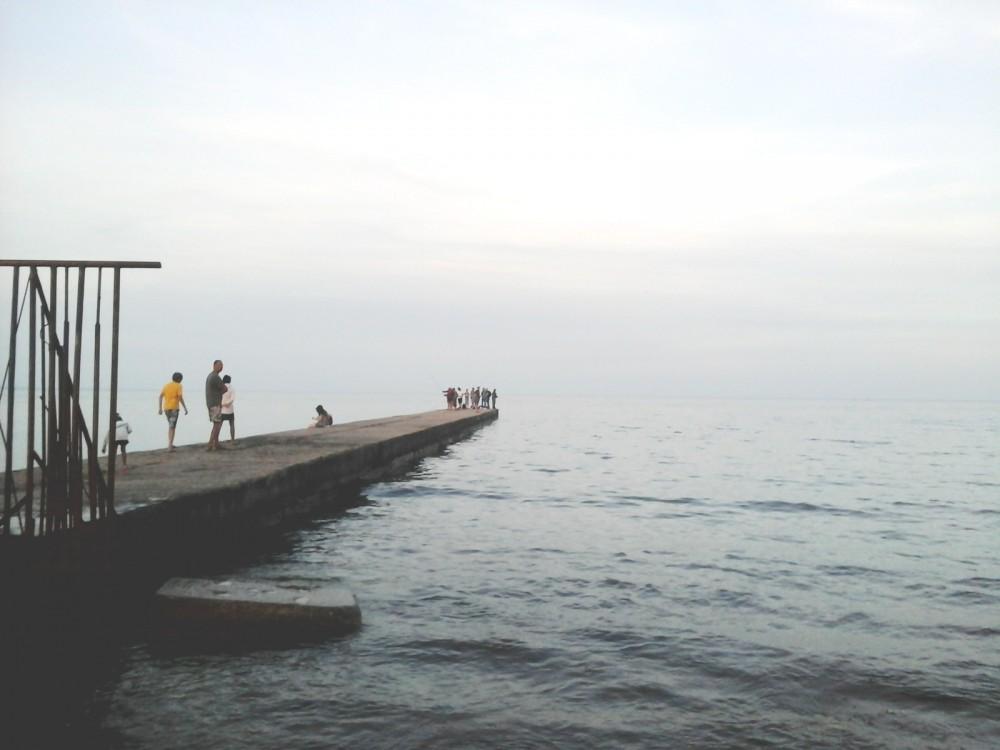 Фото новости - Набарабулькался: в Феодосии нетрезвый рыбачок угодил с пирса в море