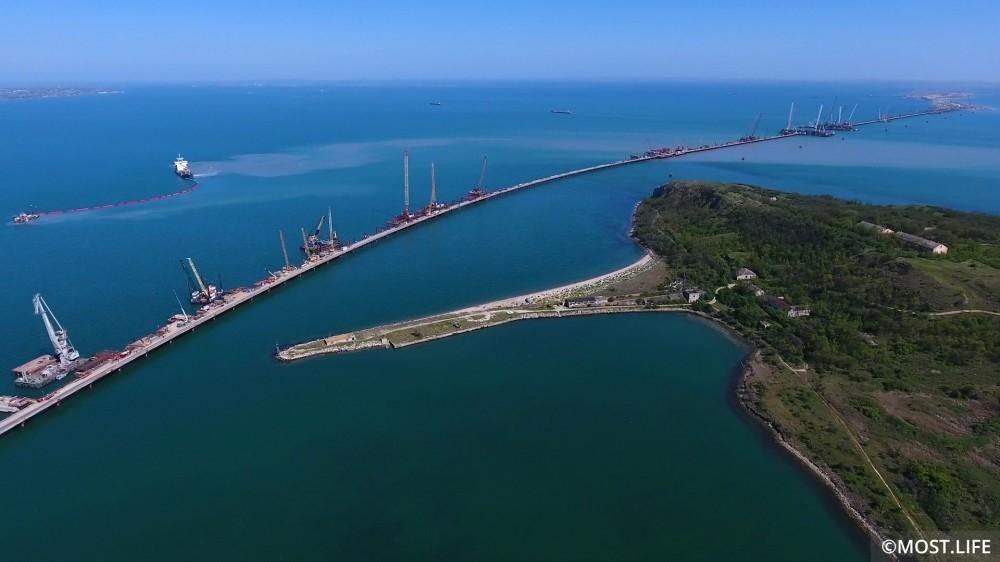 Фото новости - Феодосиец строит крымский мост
