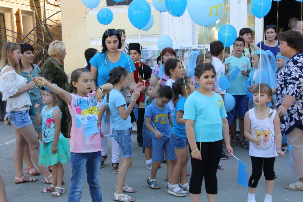 Фото новости - День Крымско-татарского флага в Феодосии