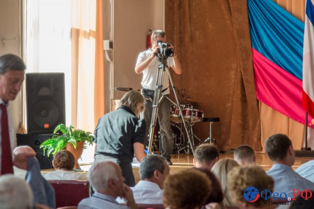 Фото новости - В Феодосии открыли городскую Доску почета
