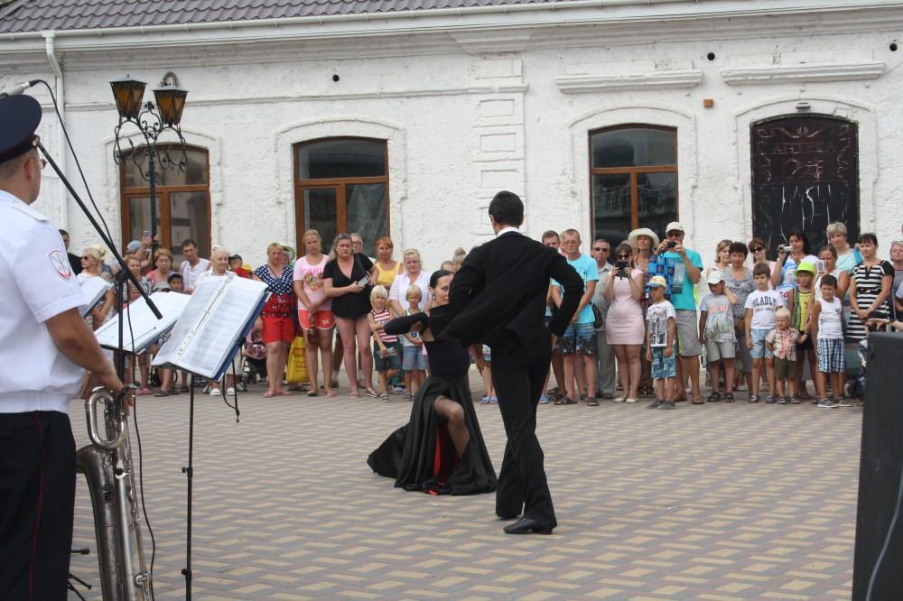Фото новости - В Феодосии гремел оркестр (фоторепортаж)