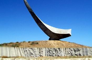 Увеличить - Керченский памятник героям Эльтигенского десанта планируют реконструировать