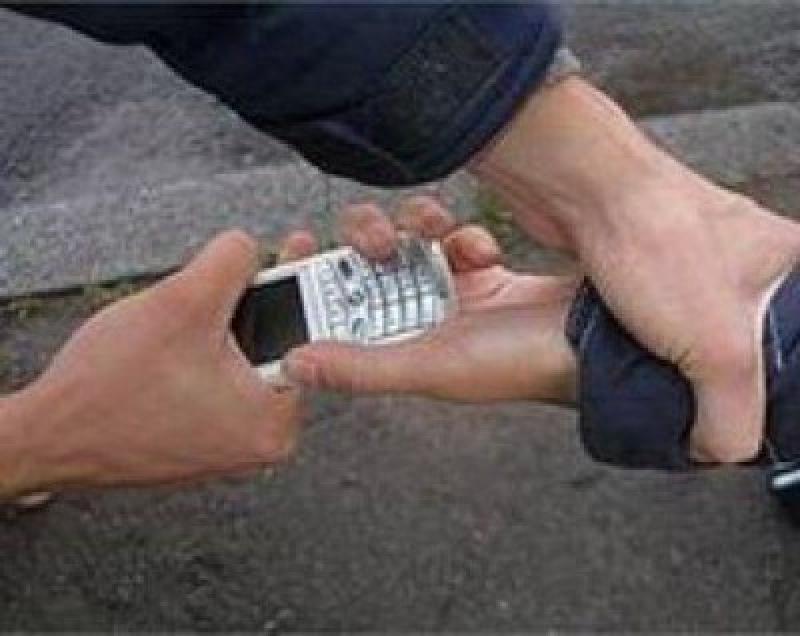 Рубцовские полицейские задержали мужчину, похитившего сотовый телефон у подростка