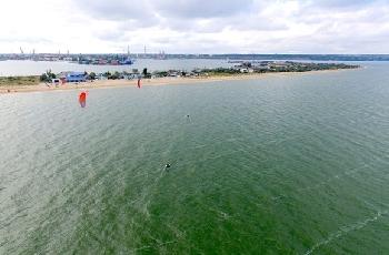 Увеличить - Спортсмены-экстремалы переплывут пролив в честь строительства Керченского моста