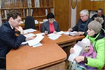 Увеличить - На личный прием к Главе администрации города Феодосии можно попасть по предварительной записи