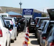 Аксёнов поручил к 15 июля избавить пассажиров от тройного паспортного контроля на Керченской паромной переправе