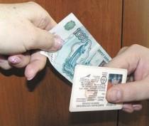 Трое крымских сотрудников ГИБДД предстанут перед судом за получение взяток при приеме водительских экзаменов