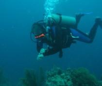 Группа глубоководных водолазов и еще один вертолет подключились к поискам трех членов экипажа затонувшего у берегов Ялты плавкрана