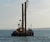 Поиски трех членов экипажа затонувшего в Черном море плавкрана возобновились с 7 утра