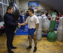 Феодосийскому отделению бокса Детско-юношеской спортивной школы вручили инвентарь (ФОТО)