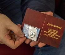 В Феодосии 50 выпускников получили значки «Готов к труду и обороне»