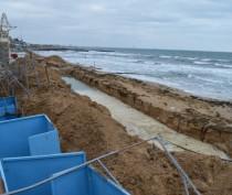 Газета крымского правительства указала на «бесцеремонные» объекты в 100-метровой прибрежной зоне, требующие сноса