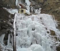 В Крыму замерз самый высокий водопад в Европе