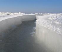 Азовское море почти полностью покрылось льдом  (ВИДЕО)