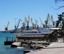 Новости Феодосии: Инвестор из Петербурга отказался от планов реконструкции порта Феодосия за 5,4 млрд руб.