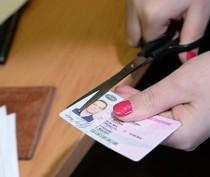 С лета в Крыму начнут штрафовать за наем водителей с украинскими правами