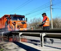 «Крымавтодор» получил пять универсальных машин для всесезонной уборки трасс