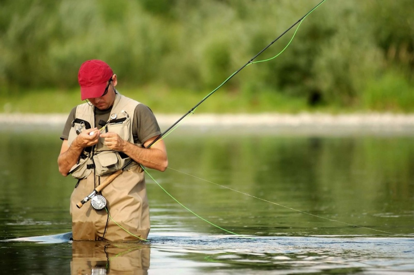 на рыбалке ударило током