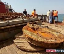 Экспедиция минобороны подняла со дна Керченского пролива орудие с советского бронекатера