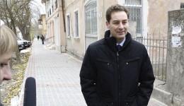 В Феодосии завершают укладку новой тротуарной плитки на улице Боевая