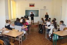 Феодосия. Новость - В Феодосии полицейские напомнили школьниками о вреде наркотиков, табакокурения и алкоголя