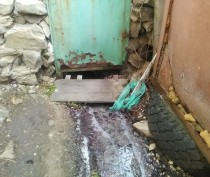 Жители феодосийского поселка сливали канализацию прямо на улицу