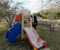 Новости Феодосии: В феодосийском поселке Орджоникидзе установили новый игровой комплекс для детей