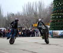Новости Феодосии: В Феодосии состоялось «Новогоднее мотошоу». Фоторепортаж