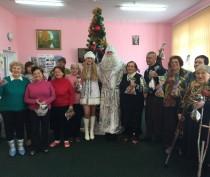 Новости Феодосии: Дед Мороз и Снегурочка для феодосийских пенсионеров