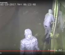 Новости Феодосии: Ограбление по-феодосийски: в Сети появилось видео неудачной попытки взлома магазина в районе Морсада (ВИДЕО)