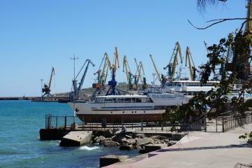 Фото новости - В Крыму рассматривают вопрос перевалки цемента через феодосийский торговый порт