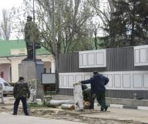 Новости Феодосии: В Феодосии у Доски Почета спилили тополя