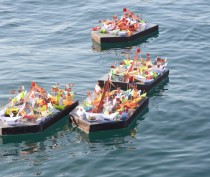 Новости Феодосии: В Феодосийский залив спустили «Кораблики Победы»