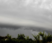 Новости Феодосии: Шквальный ветер, грозы и дожди вновь идут на Крым