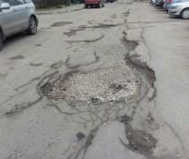 Власти Феодосии обещают осенью определить дворы, в которых починят дороги