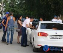 Новости Феодосии: Депутаты Феодосии и добровольцы стали «живой стеной»