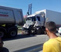 Под Феодосией столкнулись два большегруза: один из водителей пострадал