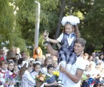 В школах Феодосии прозвенели первые школьные звонки