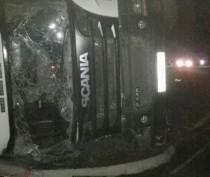 На трассе под Феодосией перевернулась фура: водитель в реанимации