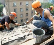Жители феодосийской многоэтажки дождались ремонта кровли после жалобы в прокуратуру