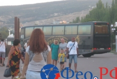 Феодосия. Новость - Власти Феодосии возмущены автобусом на набережной