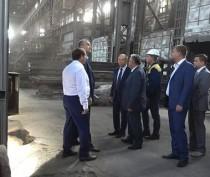 Аксенов поручил рассчитаться с долгами по зарплате на Керченском металлургическом заводе