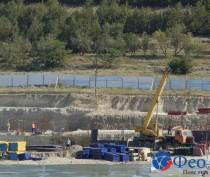Подрядчик пока не ввел вторую смену на строительстве школы на Челноках в Феодосии